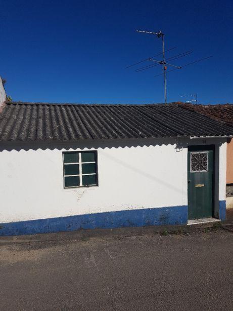 Casa com Terreno em Linhaceira (Tomar)