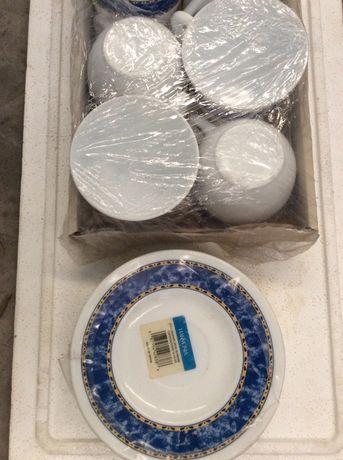 Conjunto de 6 Pratos e Taças de Chá