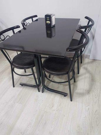Conjunto 4 Cadeiras estufadas e mesa