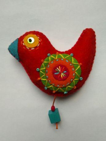 filcowa broszka w kształcie ptaszka