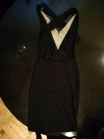 sukienka czarna na imprezę