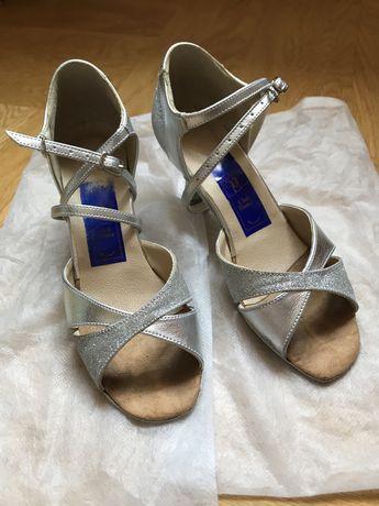 Танцевальные серебристые туфли 36 р. Club Dance для бальных танцев