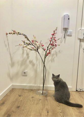 Jarro com flores artificiais