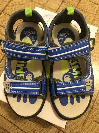Продам новые сандали на мальчика Primigi
