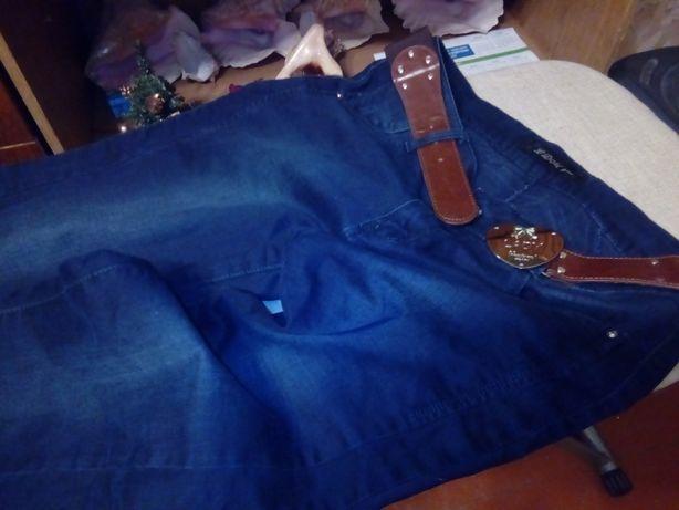 Продаются новые джинсы красивая расцветка.