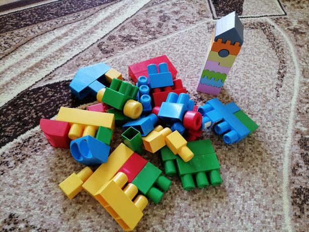 Деревянная пирамидка-домик Cubika и конструктор мегаблоки