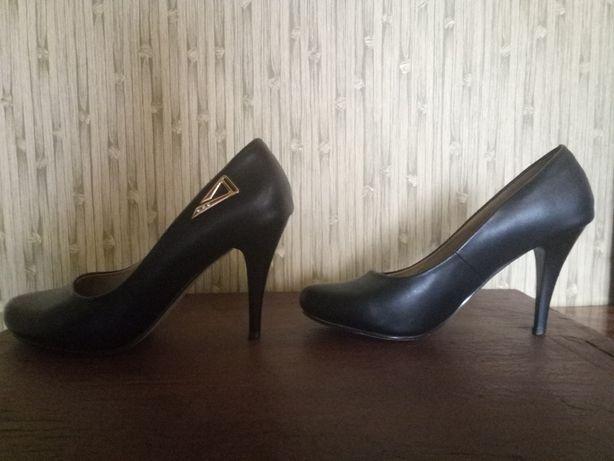 Туфли красивые р. 39-40
