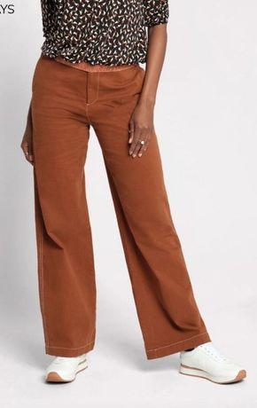 Продам джинсы брюки прямого кроя от cache cache