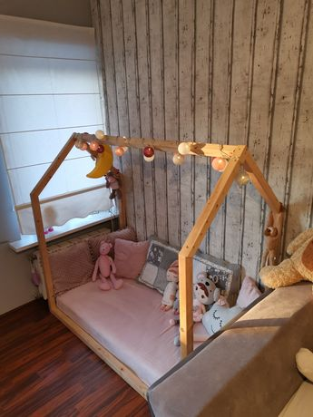 Łóżeczko dziecięce domek