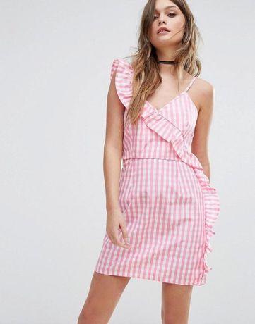 Новое платье boohoo в клетку с рюшей очень модное в этом сезоне