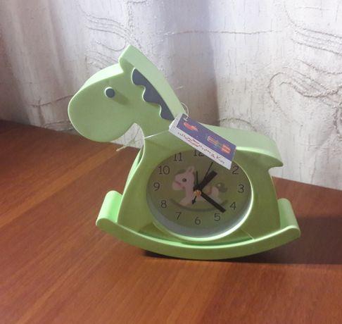 Часы детские настольные лошадка, новые с биркой, подарок