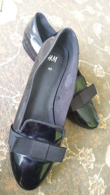 H&M Buty wsuwane płaskie lakierki