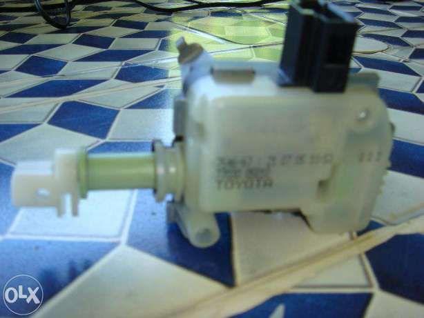 Механизм открывания лючка бензобака Toyota.Ароматизатор в подарок.