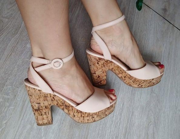 Sandały beżowe 40 na koturnie, korek, obcas 26,3cm