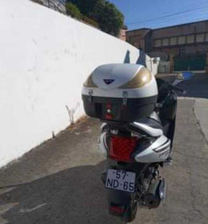 Scooter marca SYM GTS 125cc nova 15mil Quilómetros