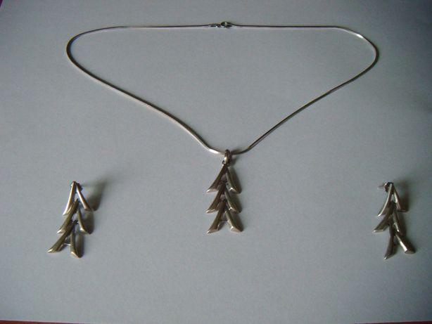 srebrny zestaw: kolczyki i wisiorek z łańcuszkiem w kształcie litery A