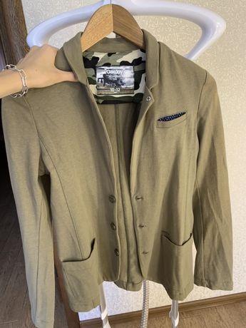 Очень стильный пиджак на мальчика