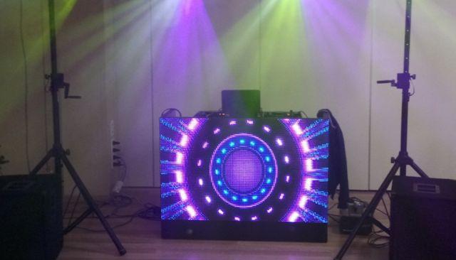 Parawan DJ konsola LED