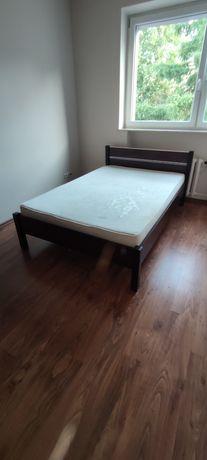 Łóżko sypialniane z materacem