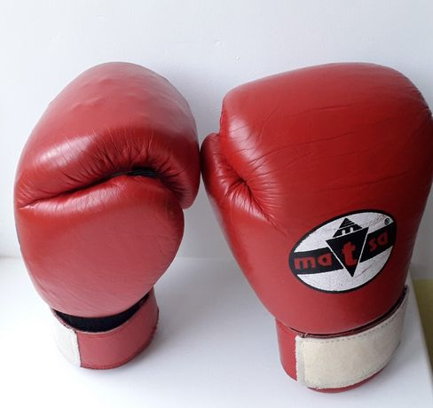 """Продам набір""""Matsa"""" для боксу чи кікбоксингу (рукавиці,шлем, лапи)"""