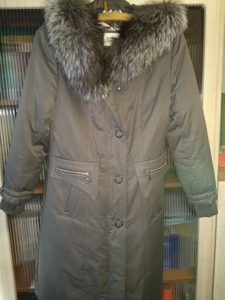 Пальто болоневое с капюшоном на кроличьем меху женское.