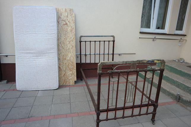 Łóżka retro na kółkach