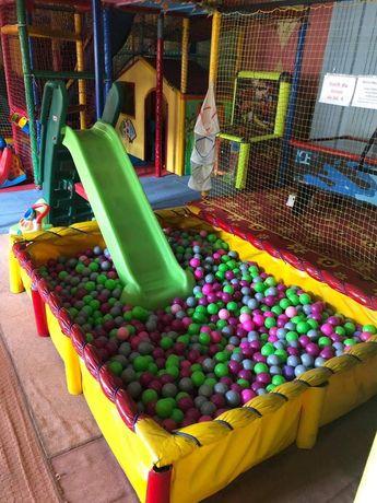 Mały basen zjezdzalnia kulki basen z piłkami
