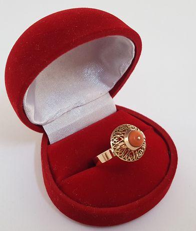 Złoty pierścionek z naturalnym koralem - WARMET rozm. 17