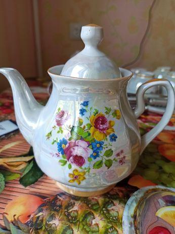 Чайник заварник, чашки,  блюдца
