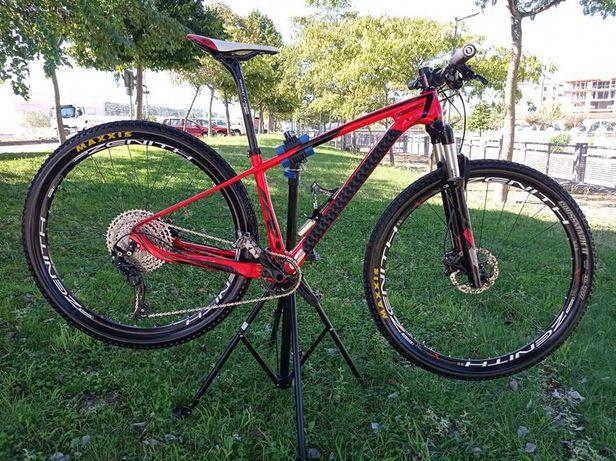 Bike Btt  carbono. Roda 29er