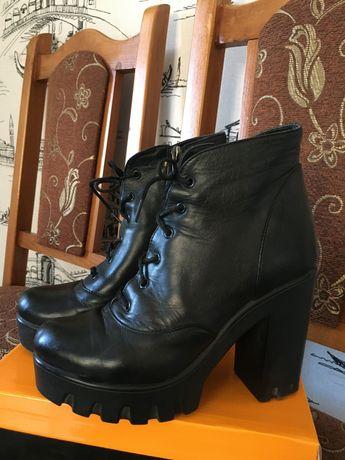 Прозам кожаные демисезонные ботинки на устойчивом каблуке