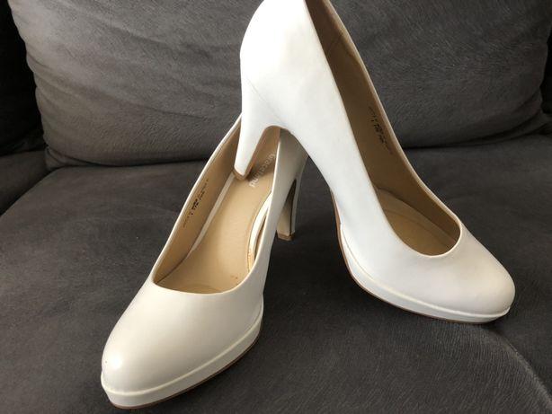 Eleganckie białe szpilki