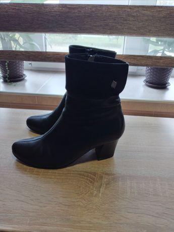 Продам жіночі осінні черевички в ідеальному стані