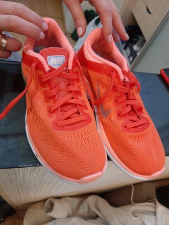 Кроссовки Nike, оригинал,состояние отличное!