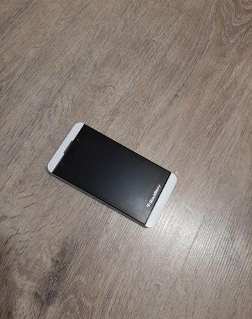 Продам смартфон Blacberry Z10 (white)