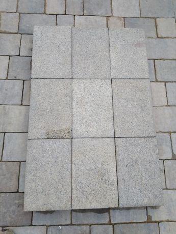 Płytki Granitowe płomieniowane 30x20x6 cm