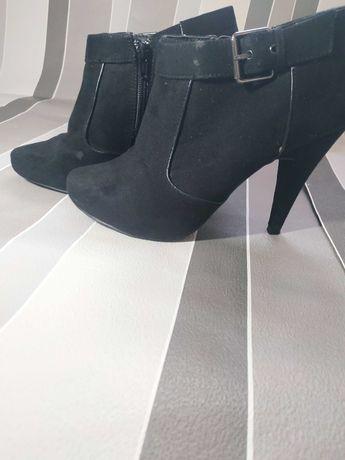 Красивые туфли, в хорошем состоянии. Размер 39, стелька 25.5см