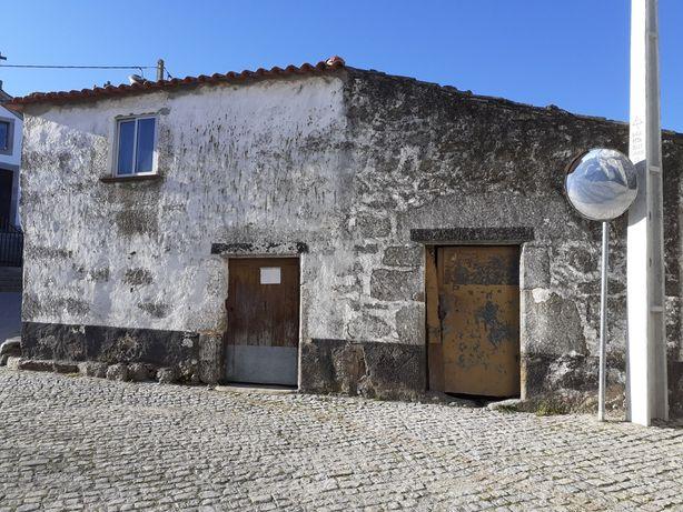 Casa rústica composta por dois artigos