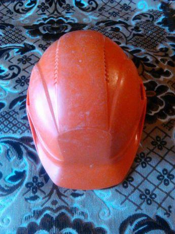 Защитная каска для строителей.