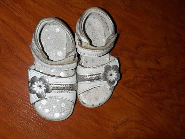 Босоножки белые туфли коралловые 21-22 размер