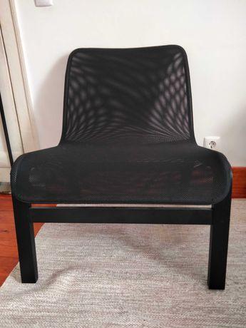Cadeirao em bengue preto e tenido. Completamente novo.