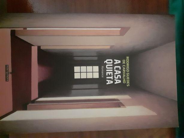 Veno livro de Rodrigo Guedes de carvalho. A casa quieta