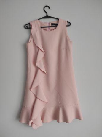 Pastelowa sukienka z falbanką S/36