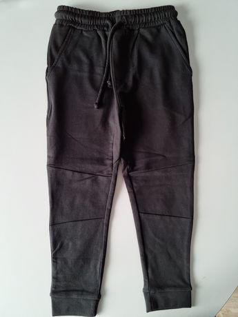 Nowe Czarne spodnie dresowe 116