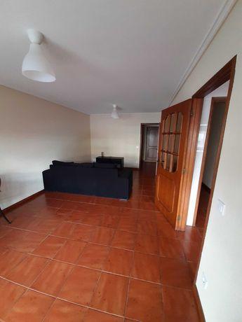 Apartamento T2+1 remodelado com lugar de garagem e TV/net ao ISMAI