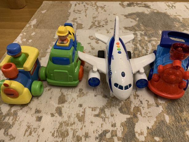 Zabawki, ciuchcia, samolot, betoniarka