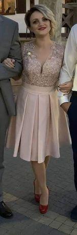 Продам красиве плаття(44 розмір).Купляла на Південному.Одягала 2 рази.