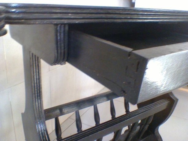 Mesa porta revistas antiga