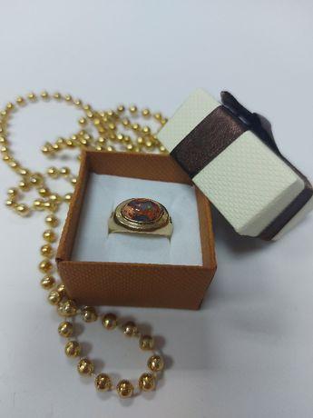 Złoty pierścionek z opalami p.375