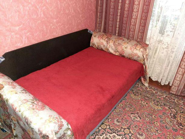 Продам диван—кровать,спальное место 1,60«2,0Раскладиваеся вперед